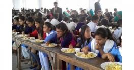 আগামী অর্থবছর থেকে প্রাইমারি শিক্ষার্থীদের দুপুরে খাবার দেবে