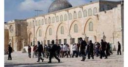 আল-আকসা মসজিদে ইসরাইলি বসতি স্থাপনকারীদের তান্ডব